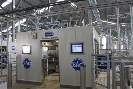 e7d1174207 Robot de traite pour vaches - RDS Futureline MAX - SAC Christensen ...