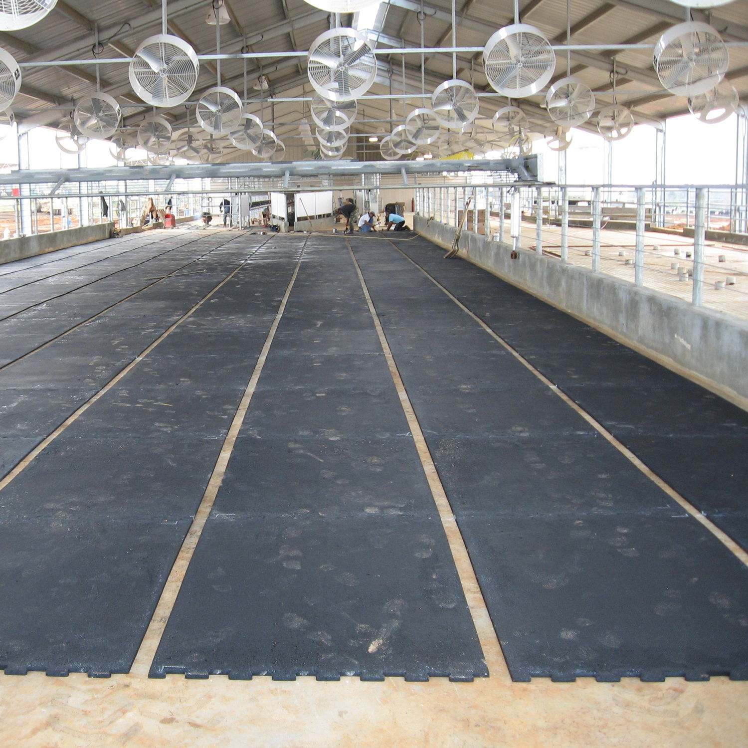 skid en and parking anti floor for medium bautech resin epoxy slip garages system products flooring graded aggregate non floors