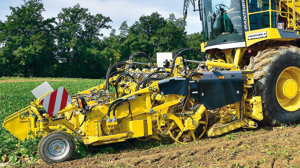 Sugar beet harvester   self-propelled   mutli-row - PANTHER 2 - ROPA ... 87b6f4f6083