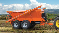 Trailed fertilizer applicator / lime / pneumatic