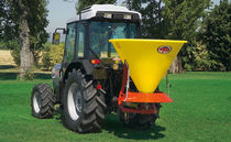 Tractor-mounted fertilizer applicator / centrifugal