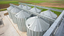 Seeds and grain silo / metal / flat-bottom