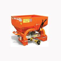 Mounted fertilizer spreader / dry