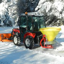 Mounted salt spreader