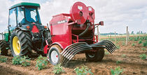 Trailed fertilizer applicator / liquid / pneumatic