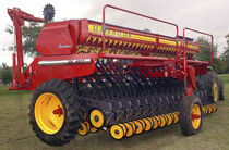 Mechanical seed drill / trailed
