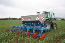 Mounted fertilizer applicator / solid