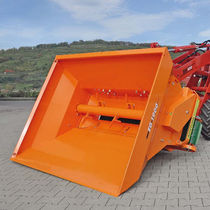 Cattle feed distributor / semi-automatic / bucket / tractor-mounted