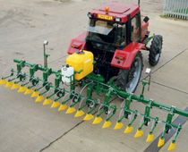 Mounted sprayer / folding arms / hooded