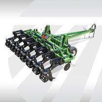 3-shank subsoiler / with gauge wheels