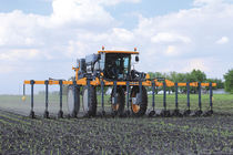 Mounted fertilizer applicator / solid / folding