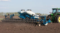 Trailed precision seed drill / folding