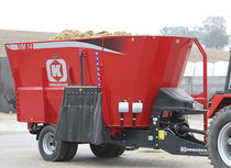 Vertical feed mixer / trailed / with weighing system
