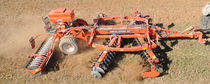 Trailed disc harrow / offset / with roller