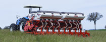 Tractor-mounted precision seed drill / with fertilizer applicator / 3-point hitch / depth control