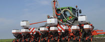 Tractor-mounted precision seed drill / with fertilizer applicator / folding