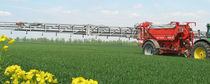 Trailed fertilizer applicator / liquid / pneumatic / with GPS