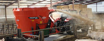 Vertical feed mixer / trailed / bedding / single-auger