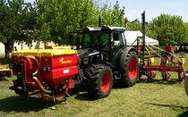 Mounted fertilizer applicator / solid / pneumatic / folding
