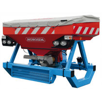 Mounted fertilizer spreader