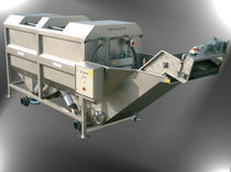 Potato crop cleaning machine