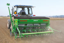 Mechanical seed drill / tractor-mounted / double-disc / with fertilizer applicator