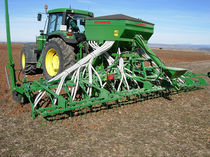 Pneumatic seed drill / tractor-mounted / disc / folding