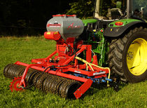Tine harrow / with roller / with seeder