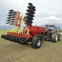 Pneumatic seed drill / trailed / disc / double-disc
