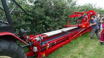 Trailed trunk shaker / hydraulic / with catch frame