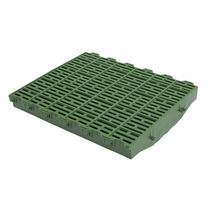 Plastic floor panel / for pig breeding / hygienic