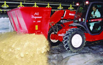 Tractor-mounted straw blower / for feed