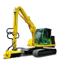 Self-propelled reach mower / folding / hydrostatic