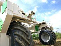 Multipurpose farm robot / weeding / straddle