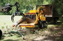 Diesel wood chipper / trailed