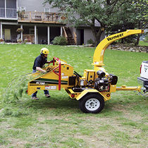 Gasoline wood chipper / trailed