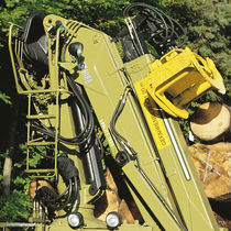 Truck-mounted forestry crane / knuckle boom