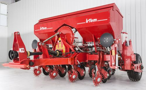 4-row precision seed drill / tractor-mounted / with fertilizer applicator / no-till