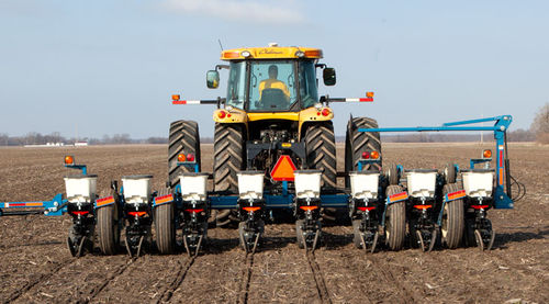 Trailed precision seed drill / rigid / strip-till / with fertilizer applicator 3000 Kinze Manufacturing, Inc.