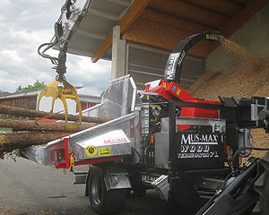 towed wood chipper / PTO-driven / hydraulic / with crane