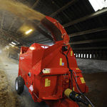 trailed straw blower / mounted / for round bales