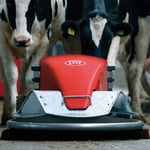 Robotic manure scraper / for slatted floors / with external water spray / straight Discovery Lely