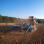 hopper seed drill / tractor-mounted