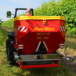tractor-mounted fertilizer applicator / dry / double-disc / for vineyards