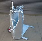 mobile squeeze chute / for dehorning