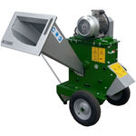 portable wood chipper / with combustion engine