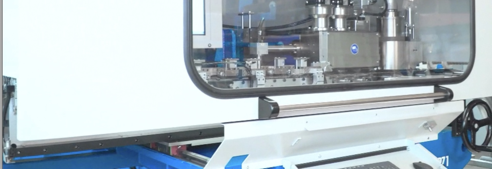 Izeli RZ1: CNC controlled levelling and tensioning centre