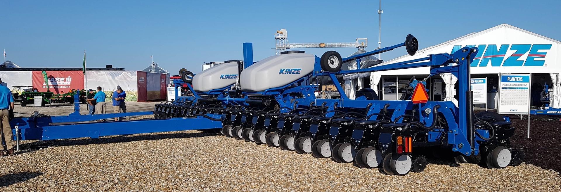 Kinze Introduces Prototype Split Row 60 Foot Planter Decatur Il Usa