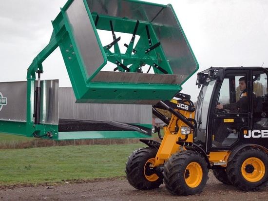 Spread-a-Bale launches Midi Lite – the first self-loading spreader for one tonne loaders
