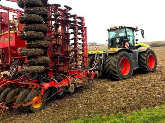 Tyres replace tracks for Hinckford Farming